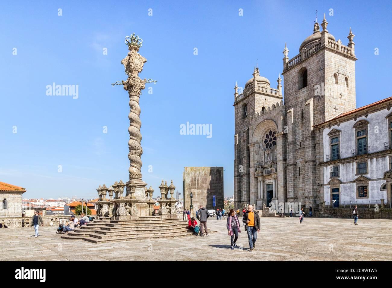 10 de marzo de 2020: Oporto, Portugal - el Pelourinho o Pillory de Oporto, que se encuentra en la plaza del extremo oeste de la Catedral. Foto de stock