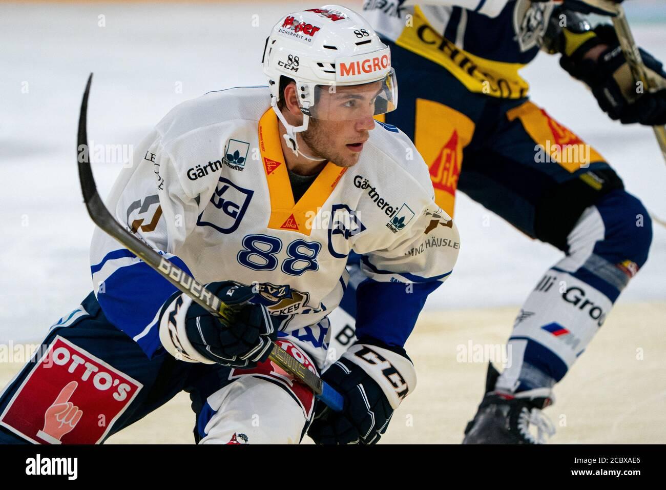 Anton Gradin # 88 (EVZ Academy) durante el partido de preparación de la Liga Nacional y Suiza de hockey sobre hielo entre EV Zug y EVZ Academy el 16 de agosto de 2020 en el Bossard Arena en Zug. Crédito: SPP Sport Press Photo. /Alamy Live News Foto de stock