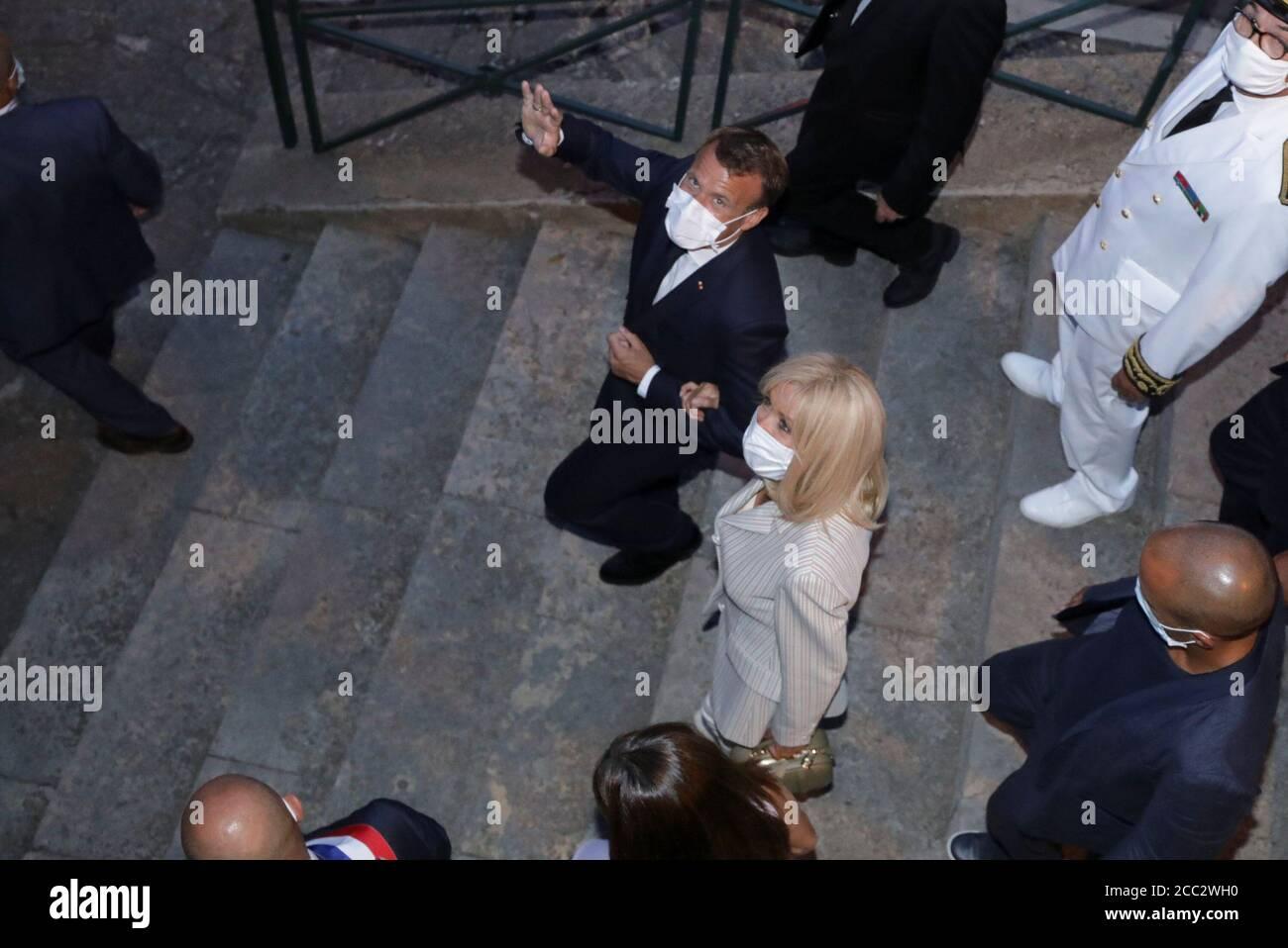 El Presidente Frances Emmanuel Macron Y Su Esposa Brigitte Macron Abandonan La Ceremonia Conmemorativa Del 76º