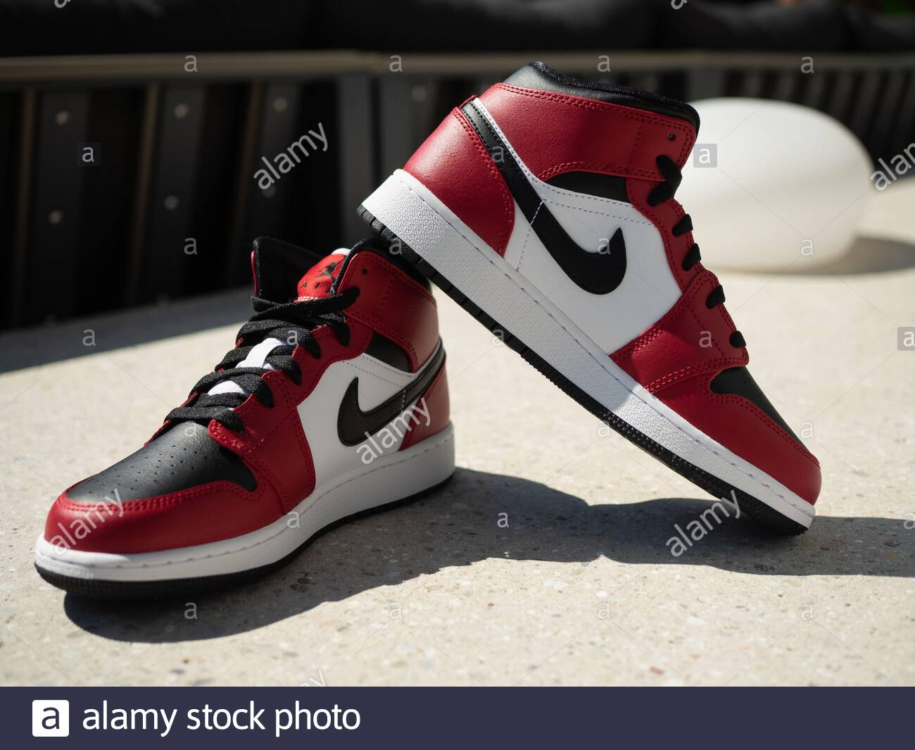 air jordan 1 retro roja y negra