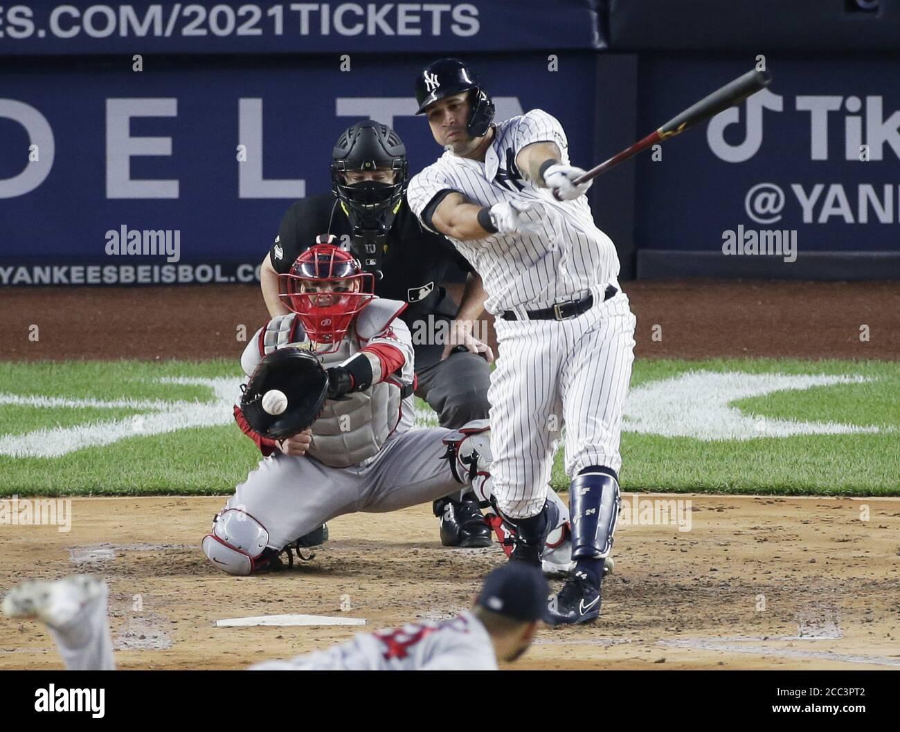 Bronx, Estados Unidos. 17 de agosto de 2020. Los Yankees de Nueva York Gary Sanchez golpea en la tercera entrada contra los Medias Rojas de Boston en el estadio Yankee el lunes, 17 de agosto de 2020 en la ciudad de Nueva York. Foto de John Angelillo/UPI crédito: UPI/Alamy Live News Foto de stock