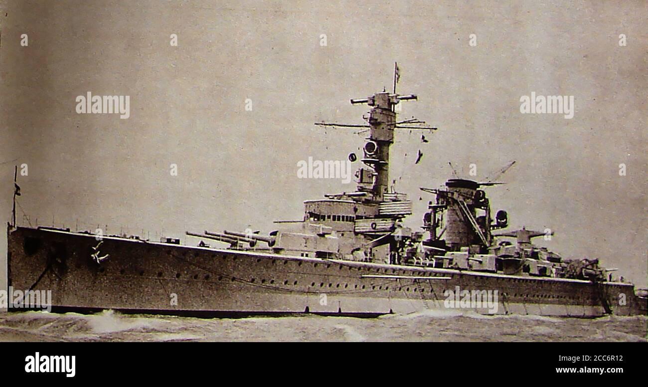 Octubre de 1934 imagen del primero de los 'Battleships de bolsillo' de Alemania, EL DEUTSCHLAND en el Firth of Forth, Escocia en maniobras de entrenamiento y visitando Edimburgo en una visita oficial del estado. Sus naves hermanas fueron el Almirante Scheer y el Almirante Graf Spee, una serie de tres Panzerschiffe (naves blindadas) o cruceros fuertemente armados, construidos por el Reichsmarine, oficialmente de conformidad con las restricciones impuestas por el Tratado de Versalles, aunque violaron el límite de peso. Usaron construcción soldada y fueron propulsados por diesel. Foto de stock