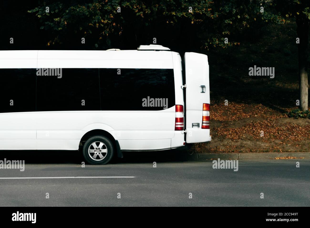 Foto de parte de microbús, concepto de transporte urbano, auto escolar. Foto de stock