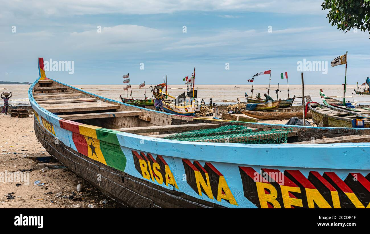 Frica Ghana, aldea de pescadores de Shama situada a las afueras de Takoradi. Un pueblo cuya principal industria consiste en la pesca Foto de stock