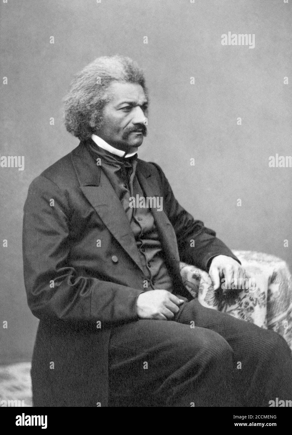 Retrato de Frederick Douglass (1818-1895), c.1864. Douglass, un ex esclavo, era un reformador social, abolicionista, orador, escritor y estadista estadounidense Foto de stock