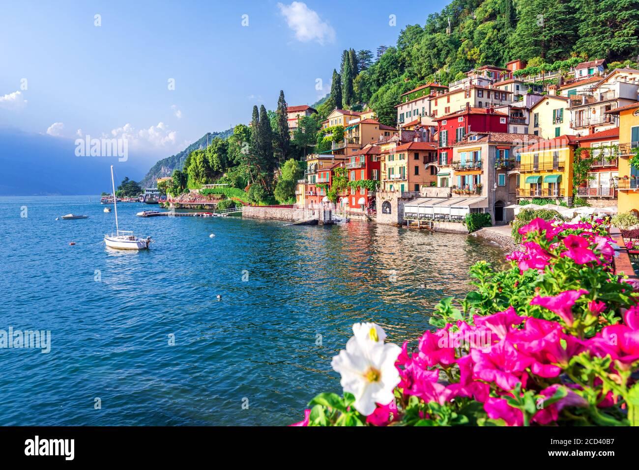 Varenna, Lago como - vacaciones en Italia vista del lago más hermoso de Italia, Lago di como. Foto de stock
