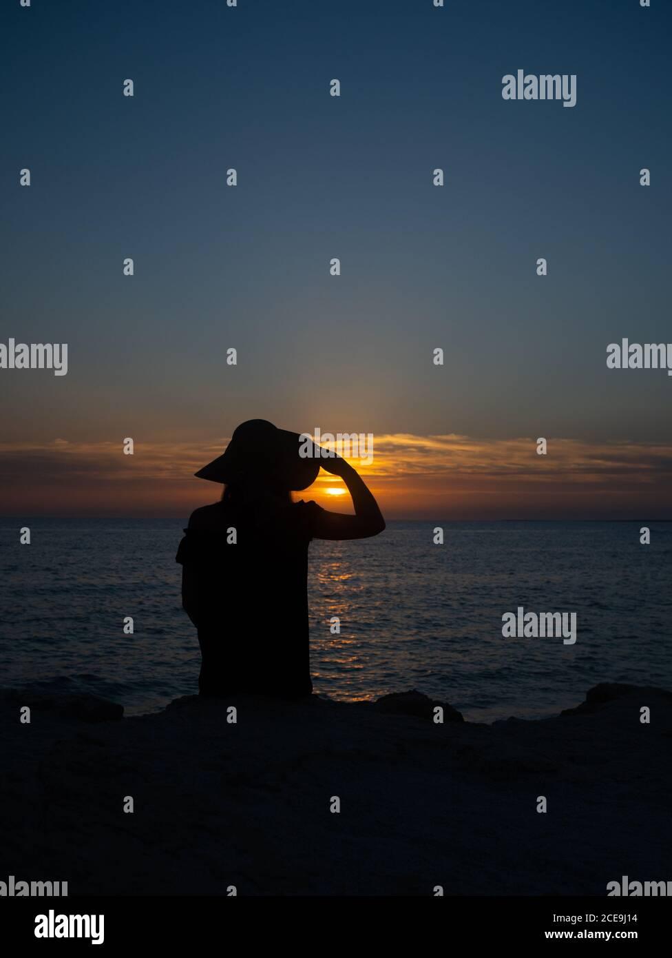 una hermosa puesta de sol de verano en la playa de es arutas, al oeste de cerdeña Foto de stock