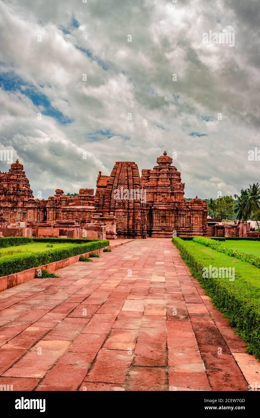 pattadakal templo complejo grupo de monumentos impresionante arte de piedra con el cielo dramático karnataka india. Es uno de los lugares declarados Patrimonio de la Humanidad por la UNESCO y.. Foto de stock