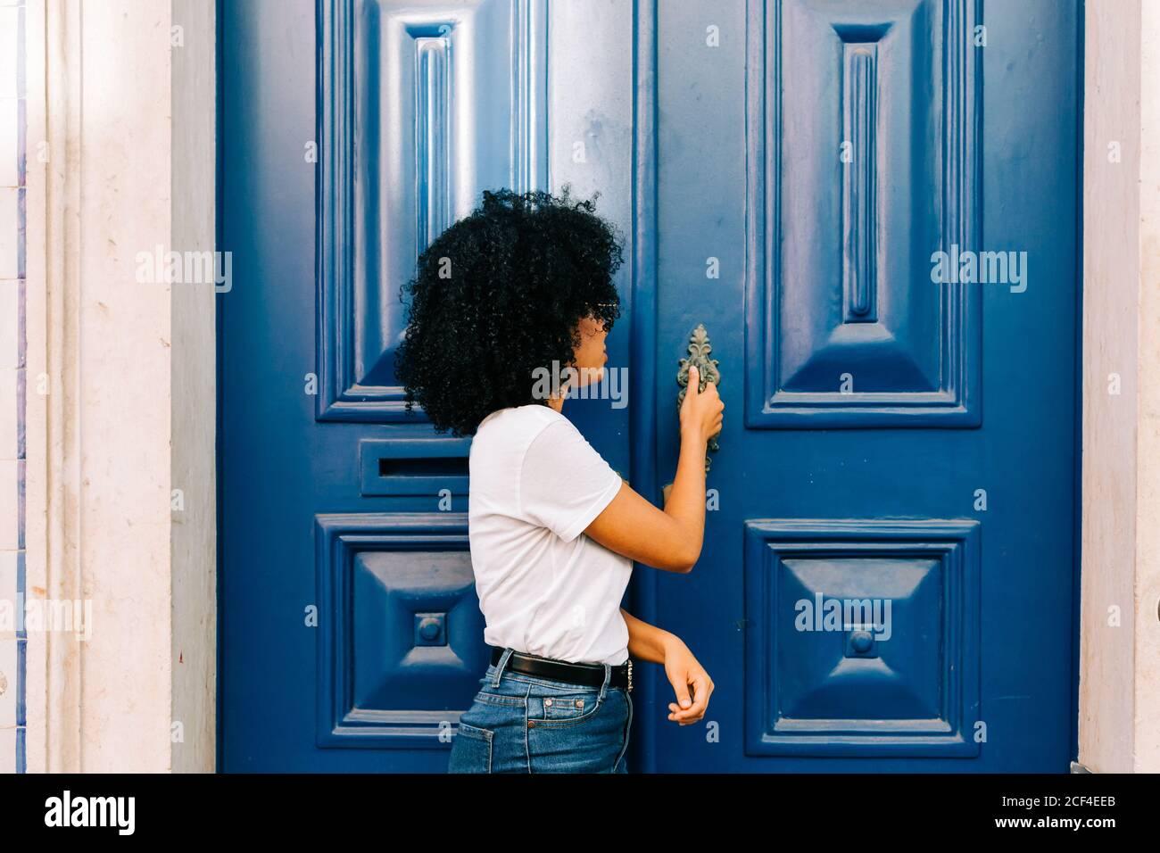 Mujer Pelo Negro Delgada Fotos E Imagenes De Stock Alamy