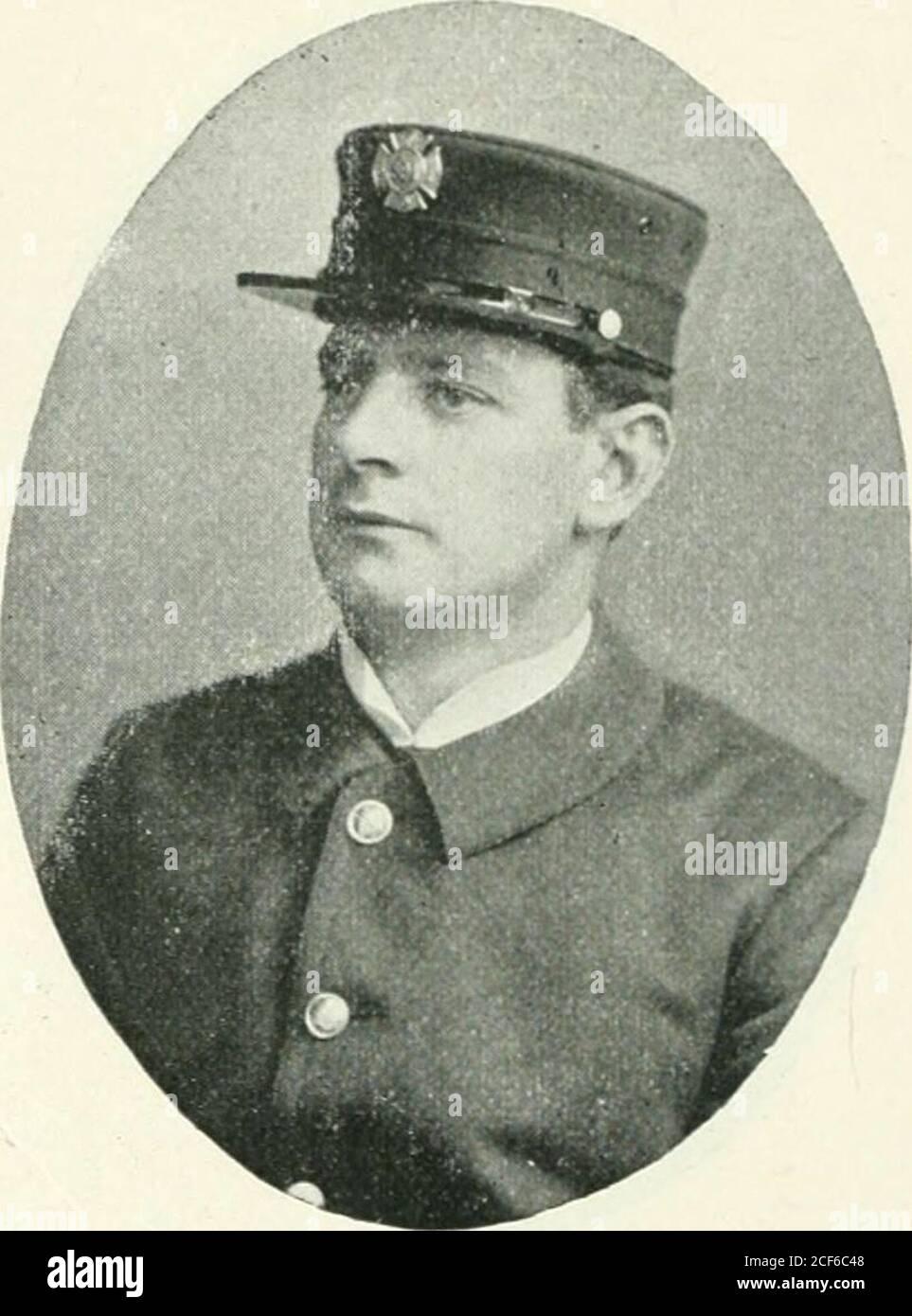 . Los bomberos exentos de San Francisco; su registro único y galante. JAMES DOOLEY F. A ELLENBERGER James Dooley nació en San Fran- F. A. Ellenborger nació en Cali-cisco, 5 de junio de 1874; se unió a la Depart- fornia 3 de agosto de 1873; se unió al Depart- ment en diciembre de 1896; ahora se ubica como Ment, Octoberi, 1895; Ahora se clasifica astruckman de camión no. 8. Camión no. 8. Foto de stock