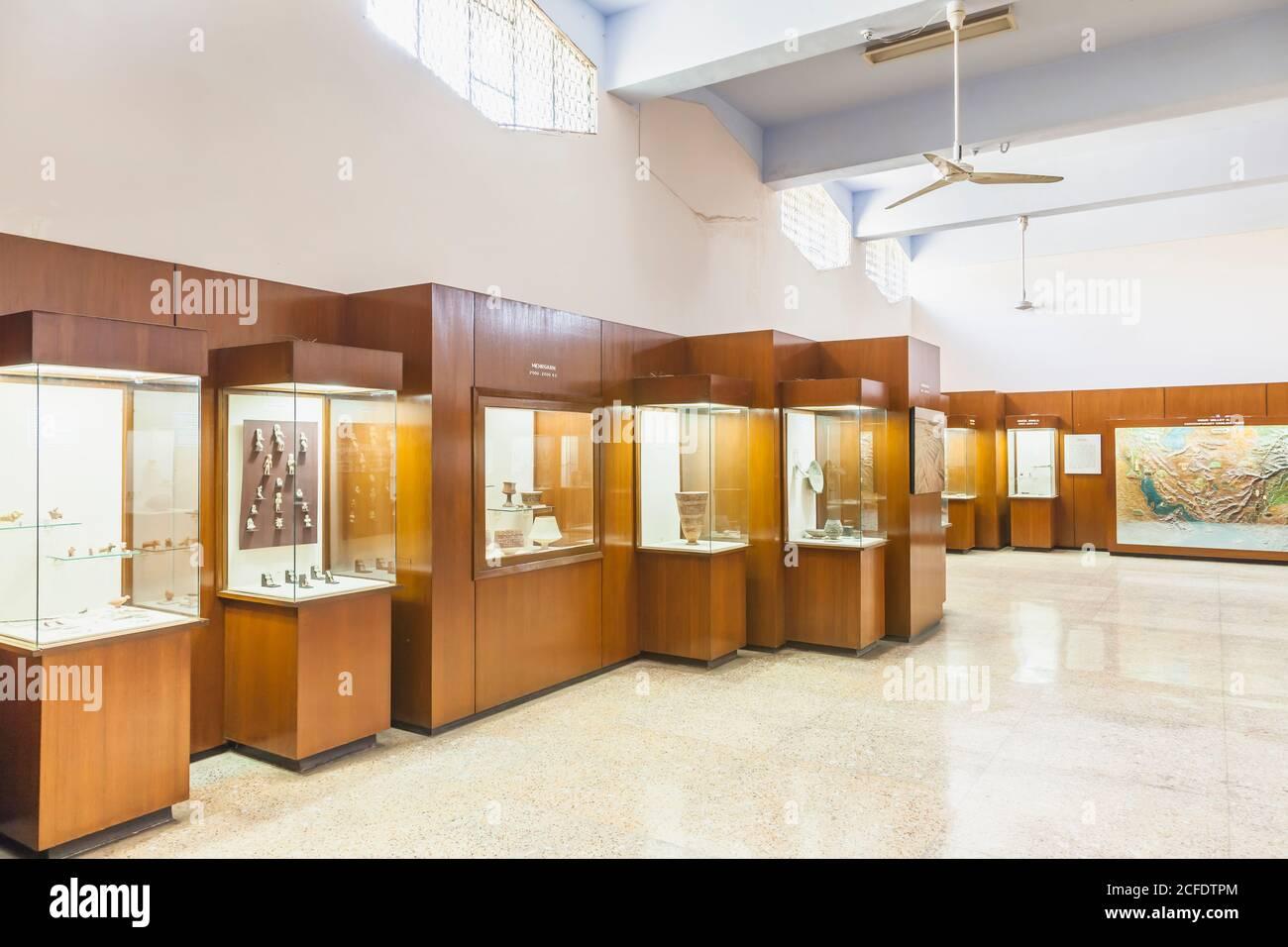 Galería prehistórica, interior del Museo Nacional de Pakistán, Karachi, Sindh, Pakistán, Asia del Sur, Asia Foto de stock
