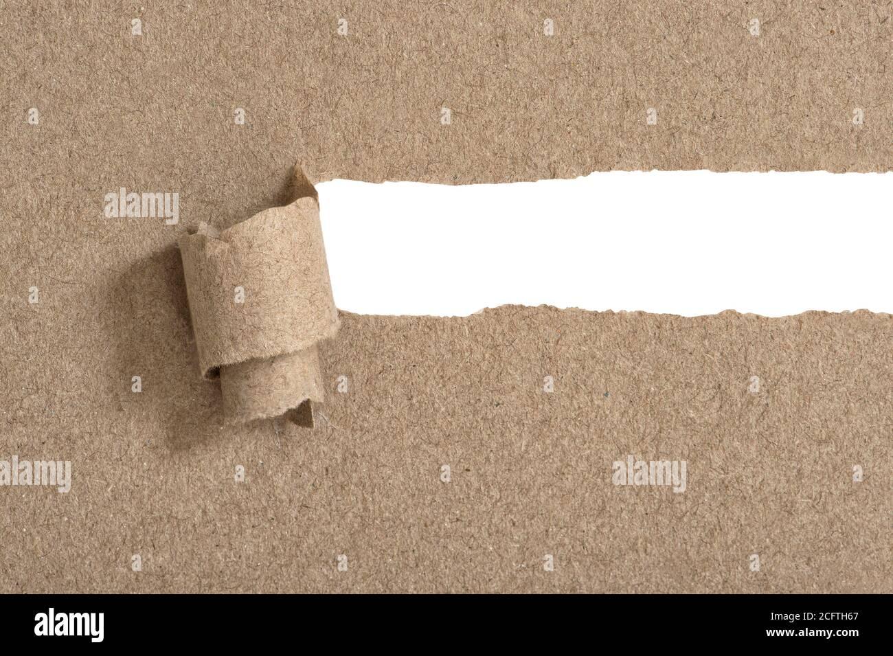 Papel de artesanía rasgado con espacio de copia blanco Foto de stock