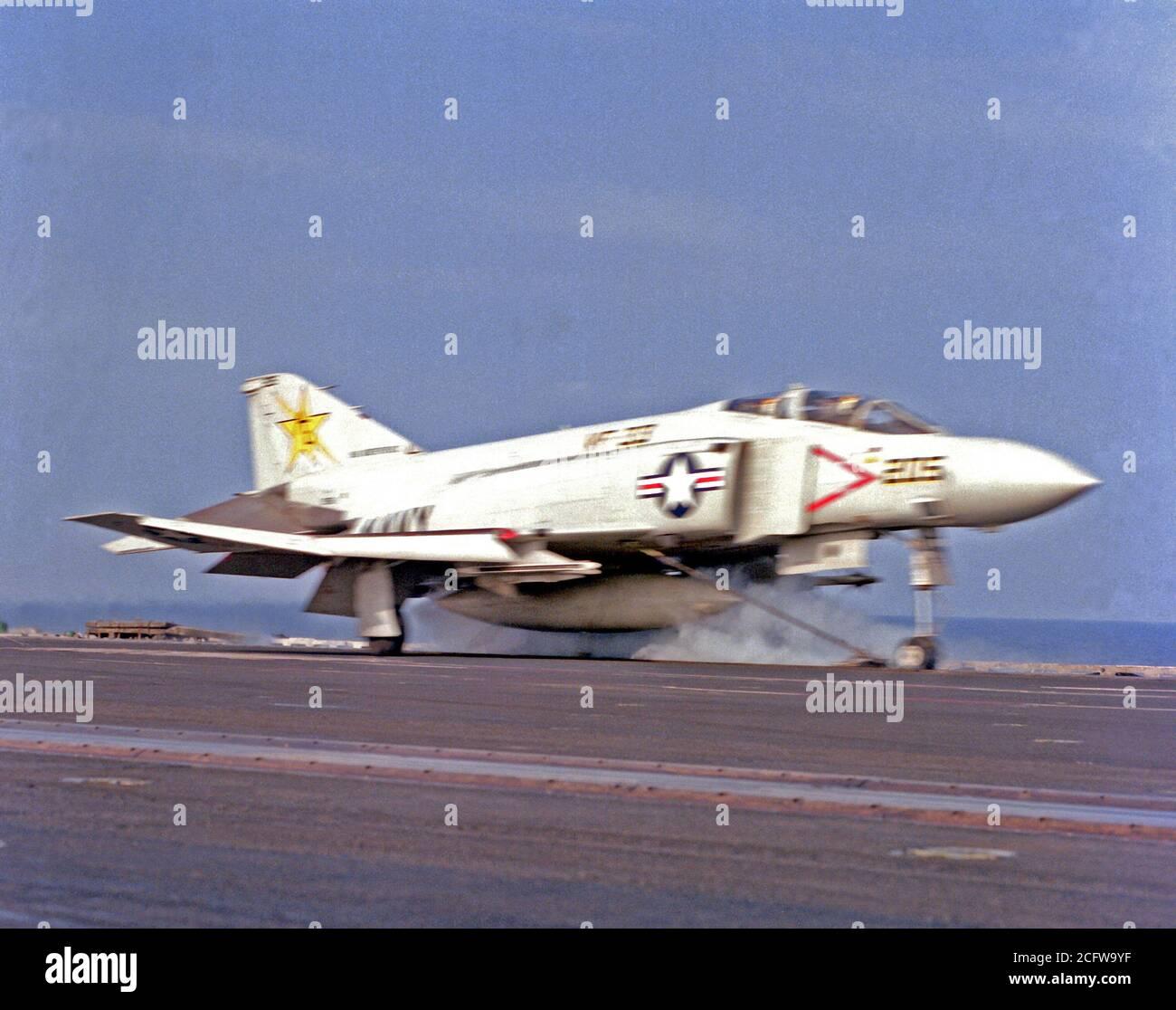 VF-11 Rojo Ripeadores Eeuu Azul Marino F-14 Tomcat F-4 Phantom Fighter Escuadrón