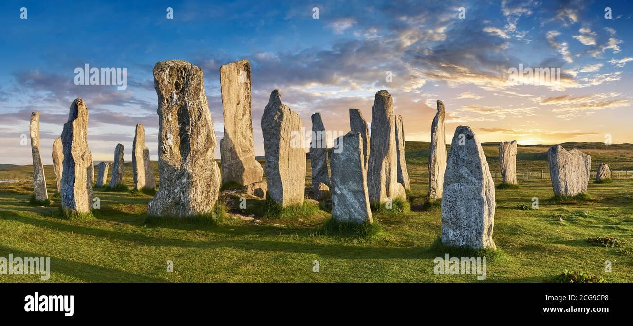 Panorama de Calanais Standing Stones círculo central de piedra erigido entre 2900-2600BC mide 11 metros de ancho. En el centro del anillo se encuentra un hu Foto de stock