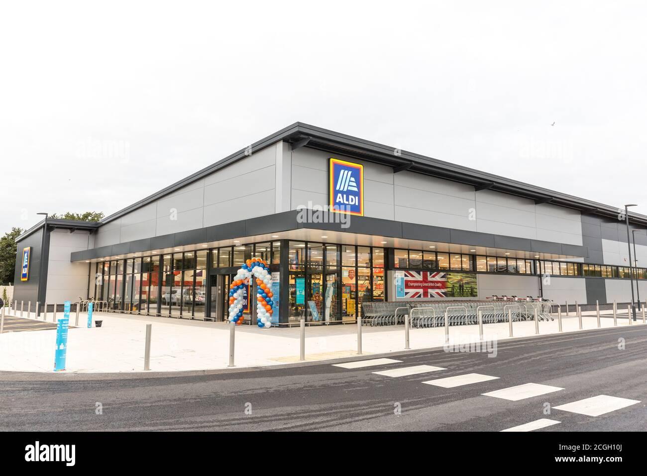 Exterior del supermercado Aldi Foto de stock