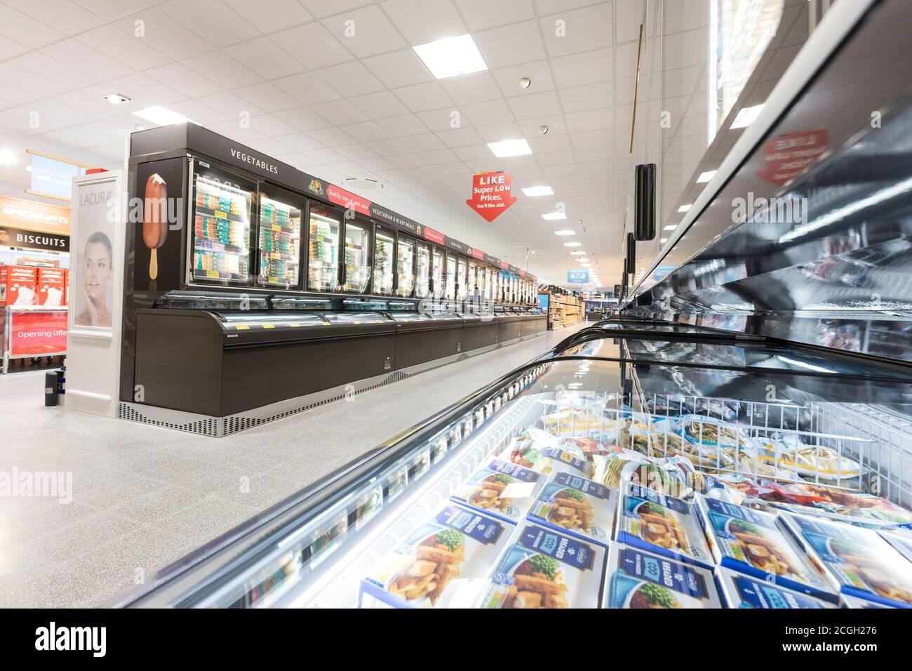 Aldi supermercado interiord Foto de stock