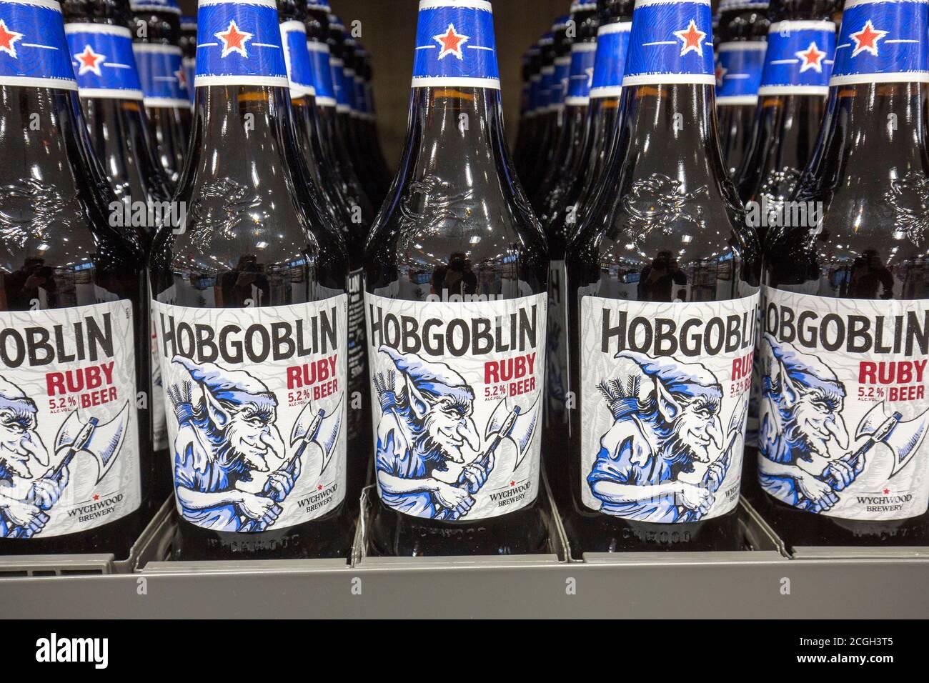 Botellas de cerveza Hobgoblin en un supermercado Aldi Foto de stock