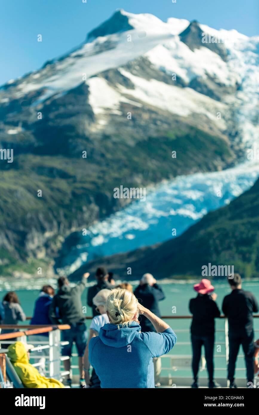 Hermosa vista de la región de los Fjords chilenos en el sur de la Patagonia en Chile. Crucero navegando por el Glacier Alley desde el canal de Beagle hasta el Pacífico Foto de stock