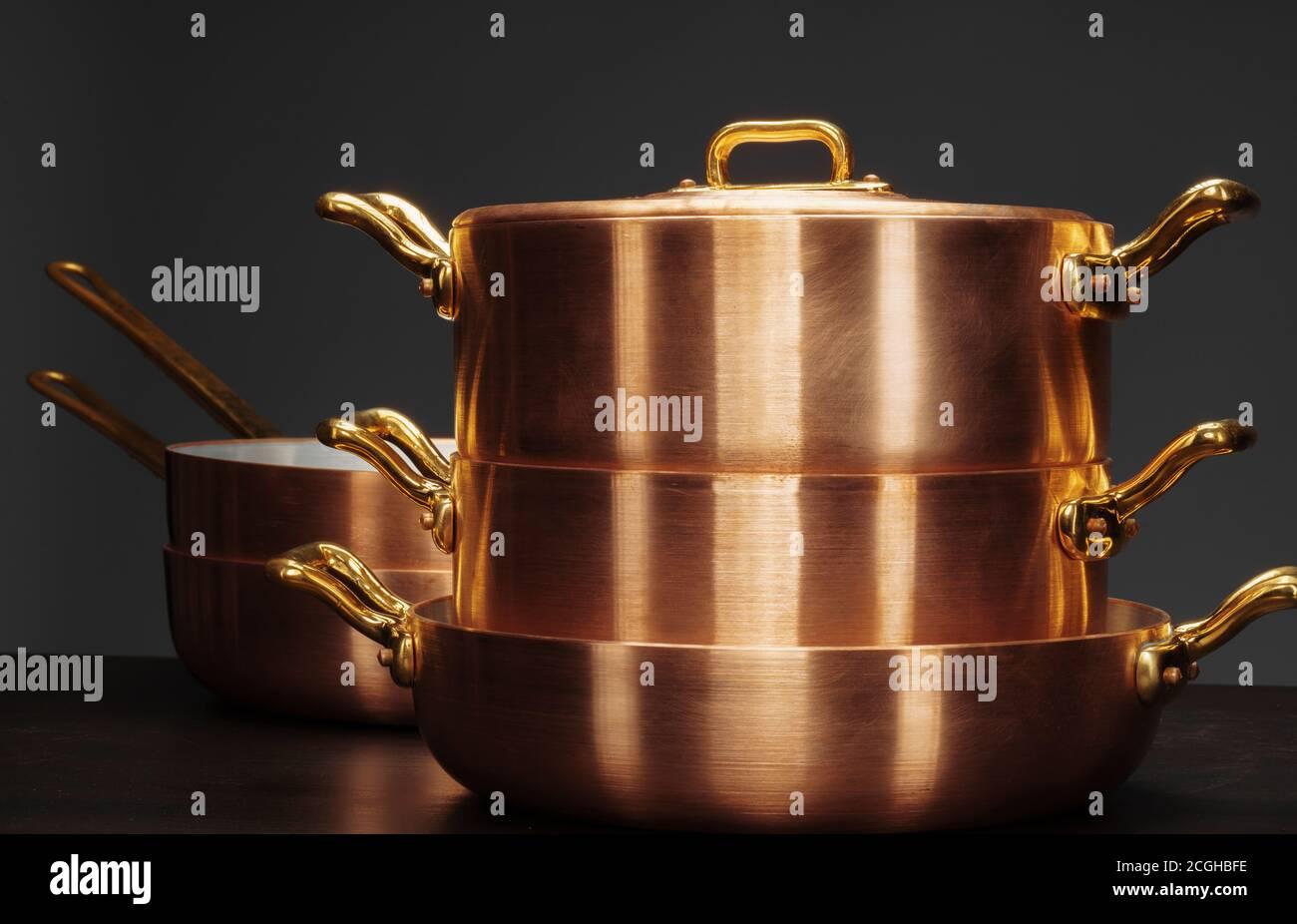 Utensilios De Cocina De Cobre Fotos e Imágenes de stock Alamy