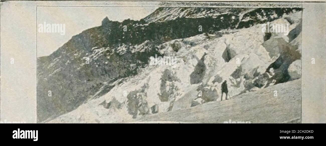 . Recorrido por el continente: Colorado, California y Parque Nacional Yellowstone: Tren especial, realizado personalmente a través de Nueva York Central y Hudson River R.R. y líneas de conexión. %£%■ 1 IMI r mi m 11 i ll|¥9 f HE Clarks Fork en el río Columbia, el SpecialTrain cruzando la línea Idaho, donde las montañas se elevaron hacia el cielo, pasando por una sucesión de acantilados de ofrocky, Cabinet Gorge y Thompson Falls. La etégion a través de la parte norte de Idaho, que atravesamos, es una de grandeza salvaje, escarpada, continuando alongthe bancos de los claros-verdes, siempre hermoso Clarks Forkuntil que estamos Foto de stock