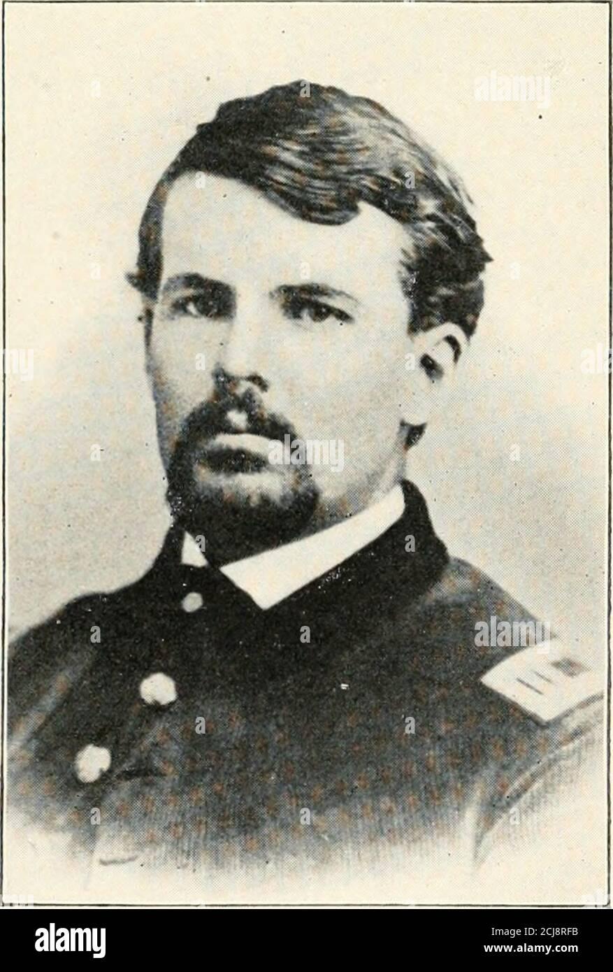 . Historia de los dieciocho voluntarios de New Hampshire, 1864-5. CAP. ELIAS F. SMITH, COMPAÑÍA BCART. JOHN O, WALLINGFORD, COMPAÑÍA C CAPT. WM. S. GREENOUGH, EMPRESA DCAPT. WM. A. GILE, COMPAÑÍA E UBllcuBRARr  Barker privado 61 ha sido baleado por ambas piernas, La medalla de honor debe ser dada a los privados John Wilder Boutwell y Carlton N.Camp de la Compañía B. Private Barker en relación con la manera manosa en que la muerte fue satisfecha por Wilfrid Barker de la Compañía G, mayor Potter escribe: Cuando coloqué a los hombres en la línea de la escaramuza, les adecí que se quedaran en la trinchera que conectaba las estaciones de picketstations, a Foto de stock