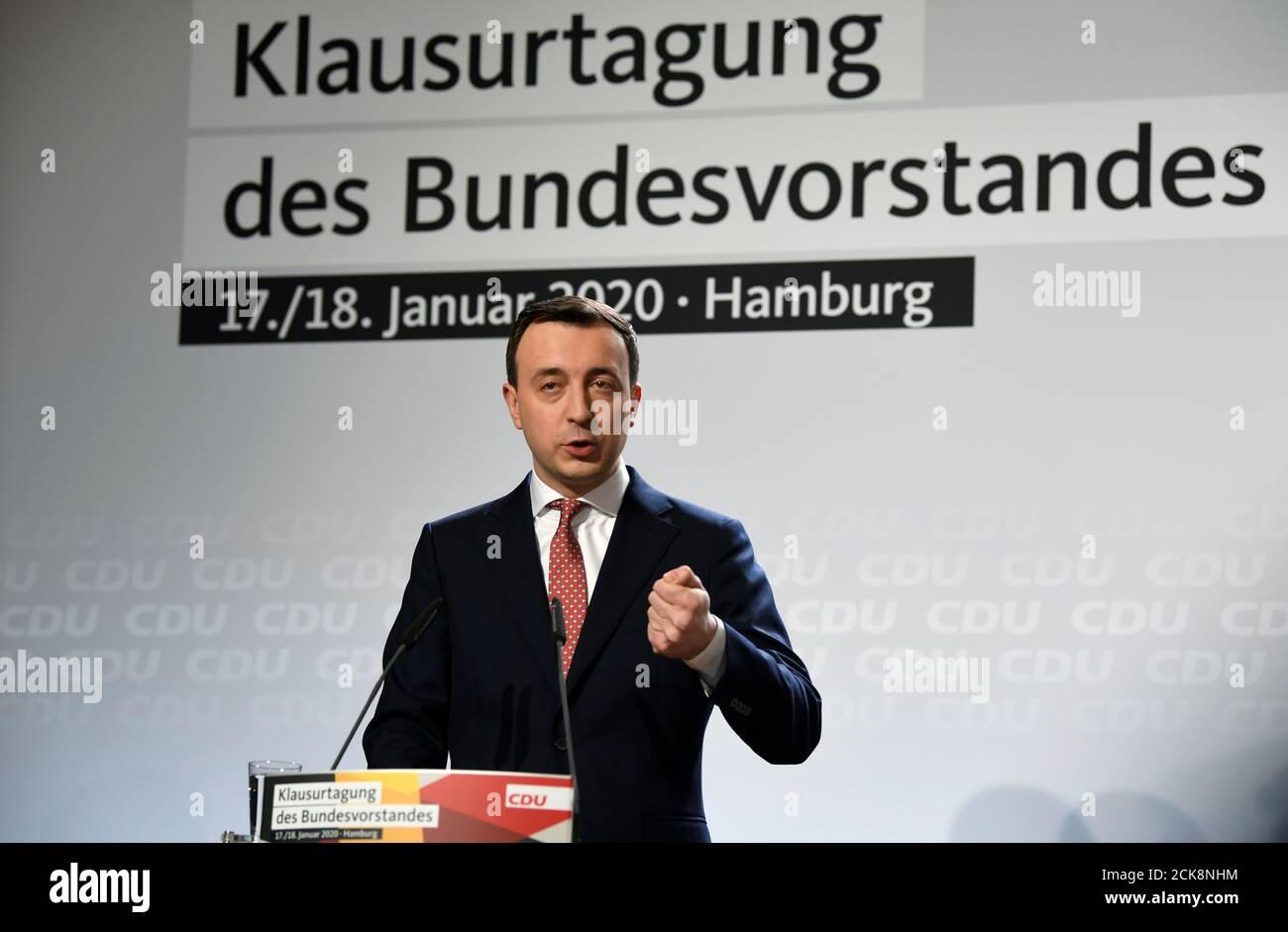 El Secretario general de la Unión Demócrata Cristiana de Alemania, Paul Ziemiak, habla durante una reunión de la junta directiva de la CDU en Hamburgo, Alemania, el 17 de enero de 2020. REUTERS/Fabian Bimmer Foto de stock