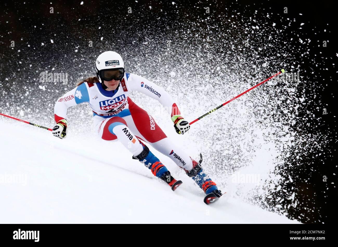 Esquí alpino - FIS Campeonato Mundial de esquí alpino - Slalom gigante femenino - are, Suecia - 14 de febrero de 2019 - Andrea Ellenberger, Suiza, en acción. REUTERS/Christian Hartmann Foto de stock