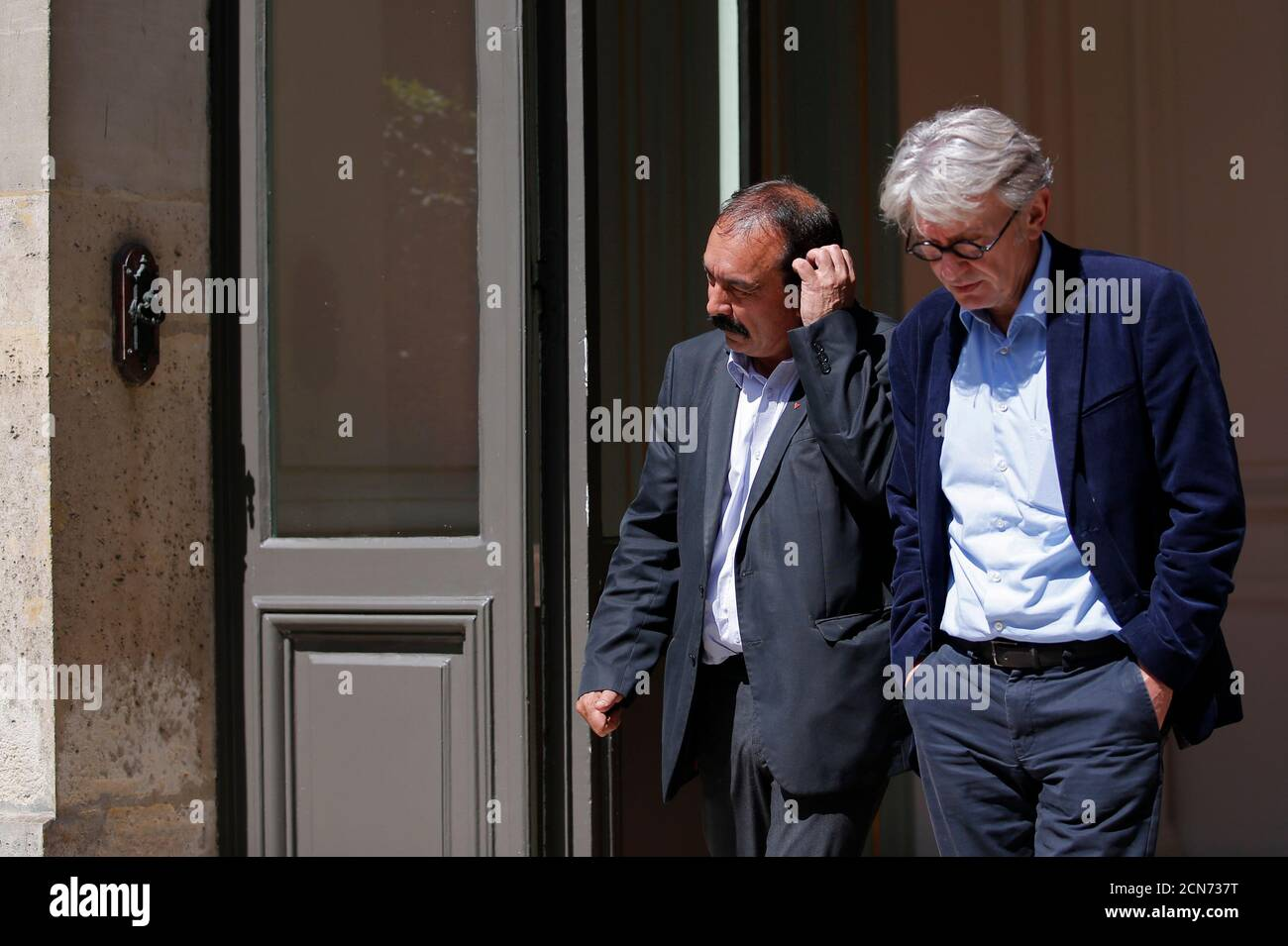 French Force Ouvriere (FO) labour union General Secretary Jean-Claude Mailly (R) and French CGT trade union head Philippe Martinez leave after a meeting with the Interior minister in Paris, France, June 22, 2016 after French police banned a planned demonstration this week against labour reforms, bringing to a head a stand-off between the government and trade unions which have been spearheading protests against the changes for months.   REUTERS/Stephane Mahe Foto de stock