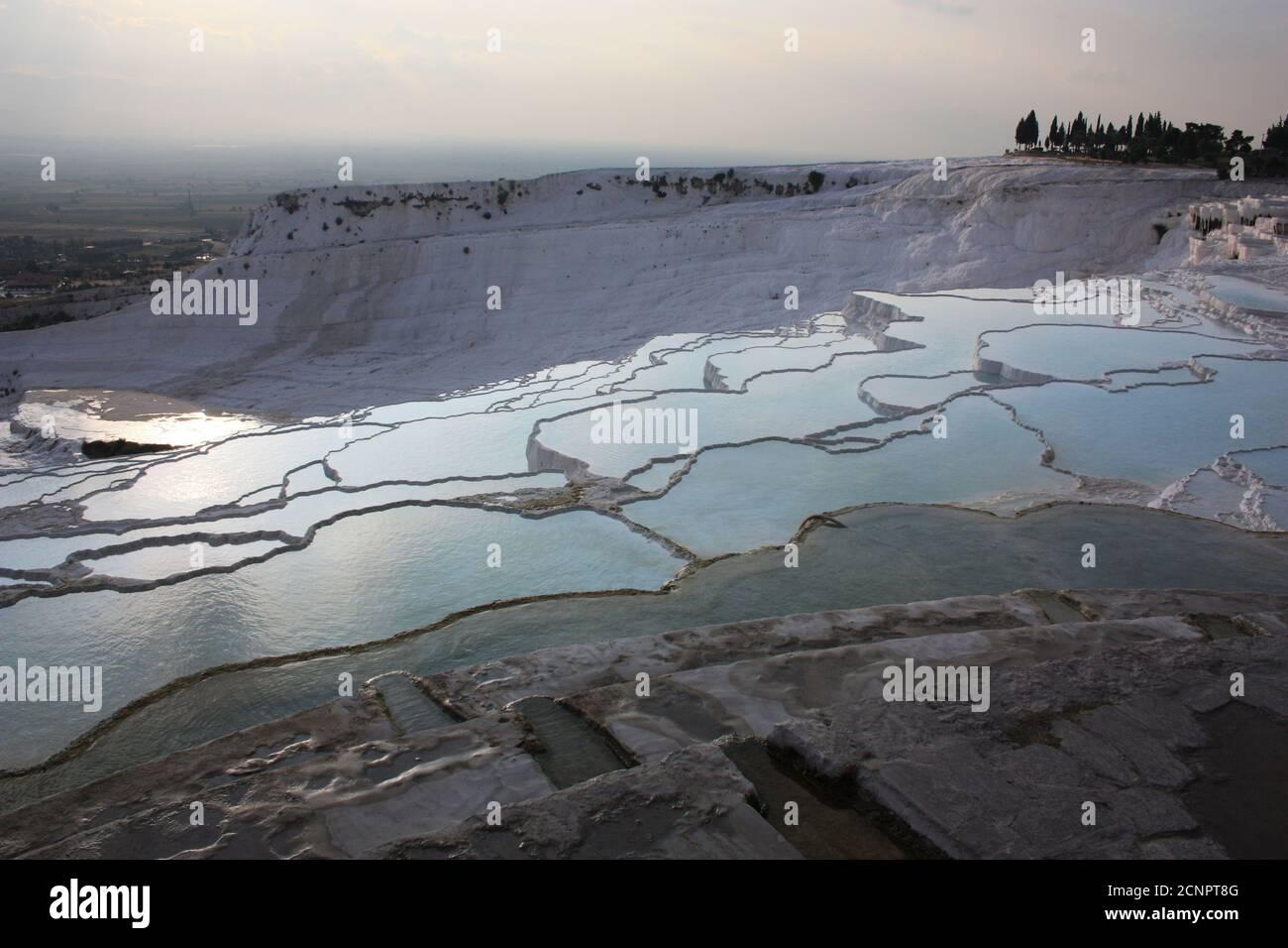 Pamukkale al atardecer, sinter terrazas Turquía Foto de stock