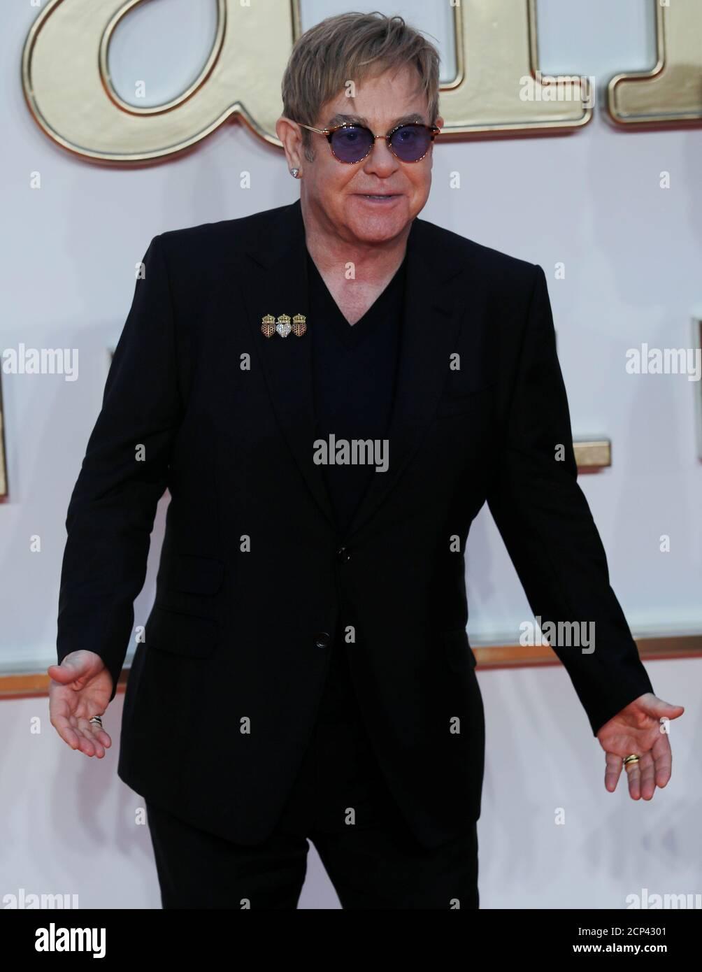 El cantante Elton John llega para el estreno mundial de 'Kingsman: The Golden Circle' en Londres, Gran Bretaña el 18 de septiembre de 2017. REUTERS/Eddie Keogh Foto de stock