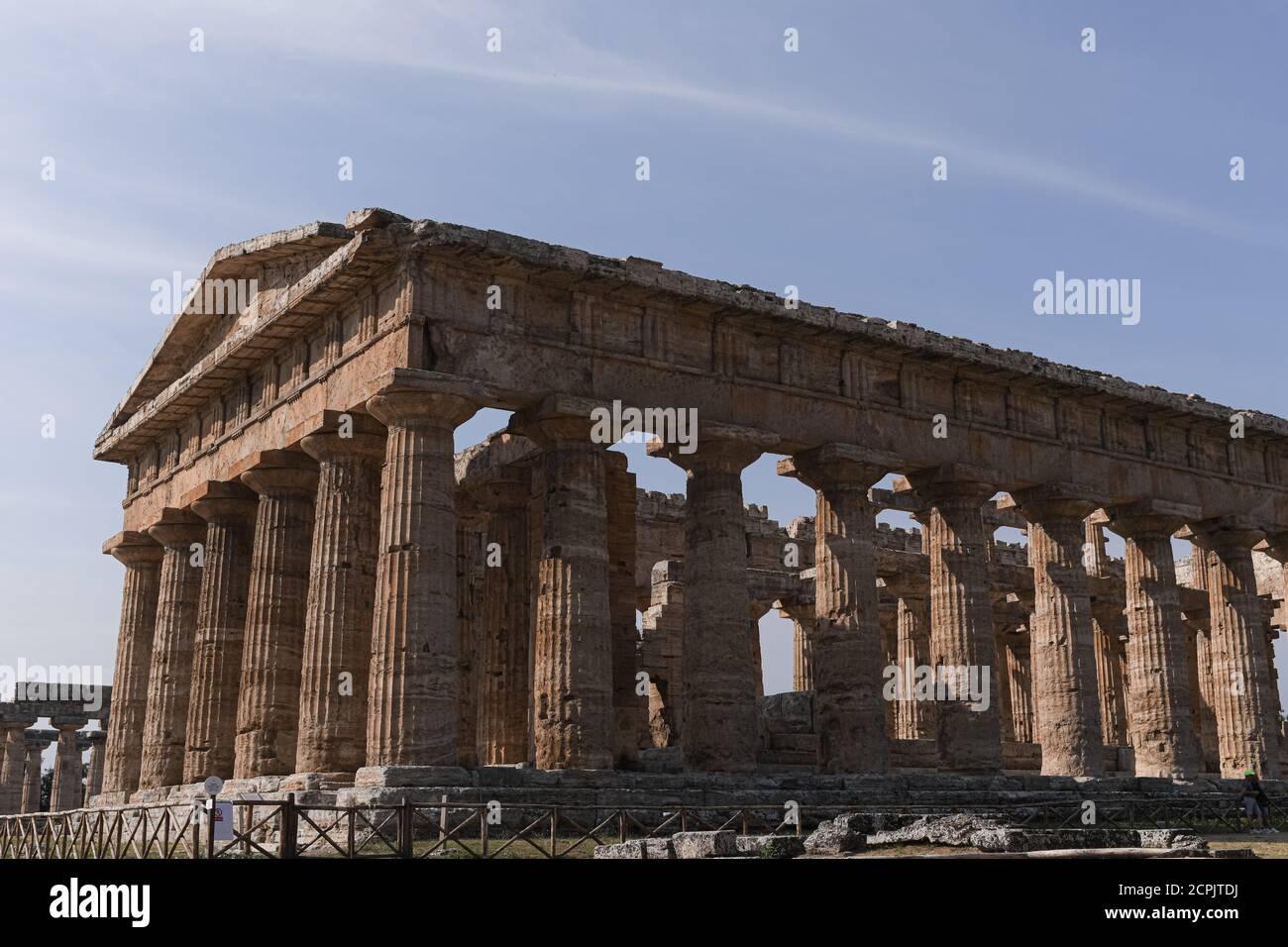 El Templo de Hera II en el sitio arqueológico de Paestum, Campania, Italia. Foto de stock