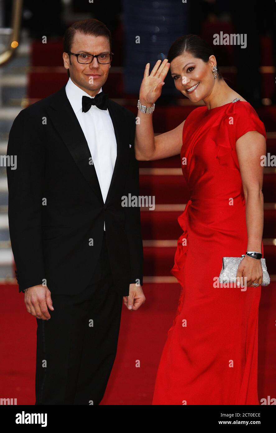 Sweden's Crown Princess Victoria (R) and the Duke of Vastergotland arrive for a pre-wedding dinner ahead of the wedding of Prince William and his fiancee Kate Middleton at the Mandarin Oriental Hotel in London April 28, 2011. REUTERS/Tony Gentile (BRITAIN - Tags: ROYALS) Foto de stock