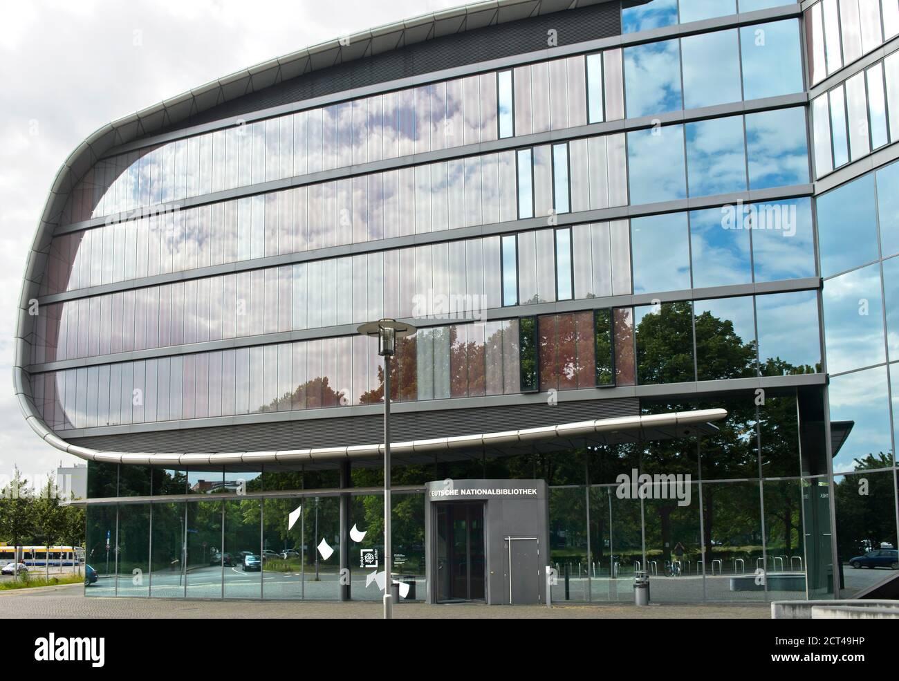 Edificio de extensión de la Biblioteca Nacional Alemana, antes la Biblioteca Alemana, en forma de libro, Leipzig, Sajonia, Alemania Foto de stock