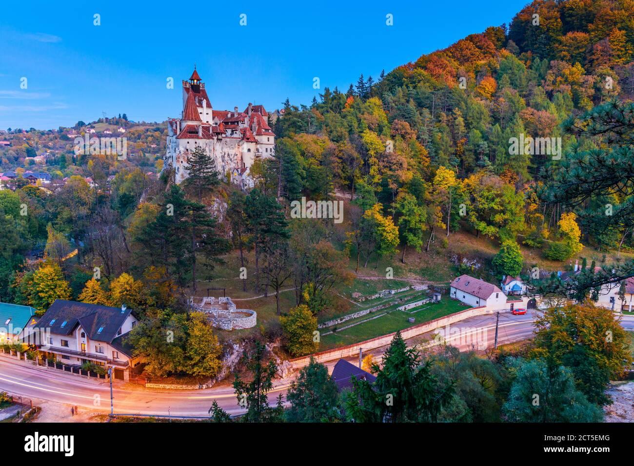 Brasov, Transilvania. Rumania. El castillo de Bran, conocido por el mito de Drácula. Foto de stock