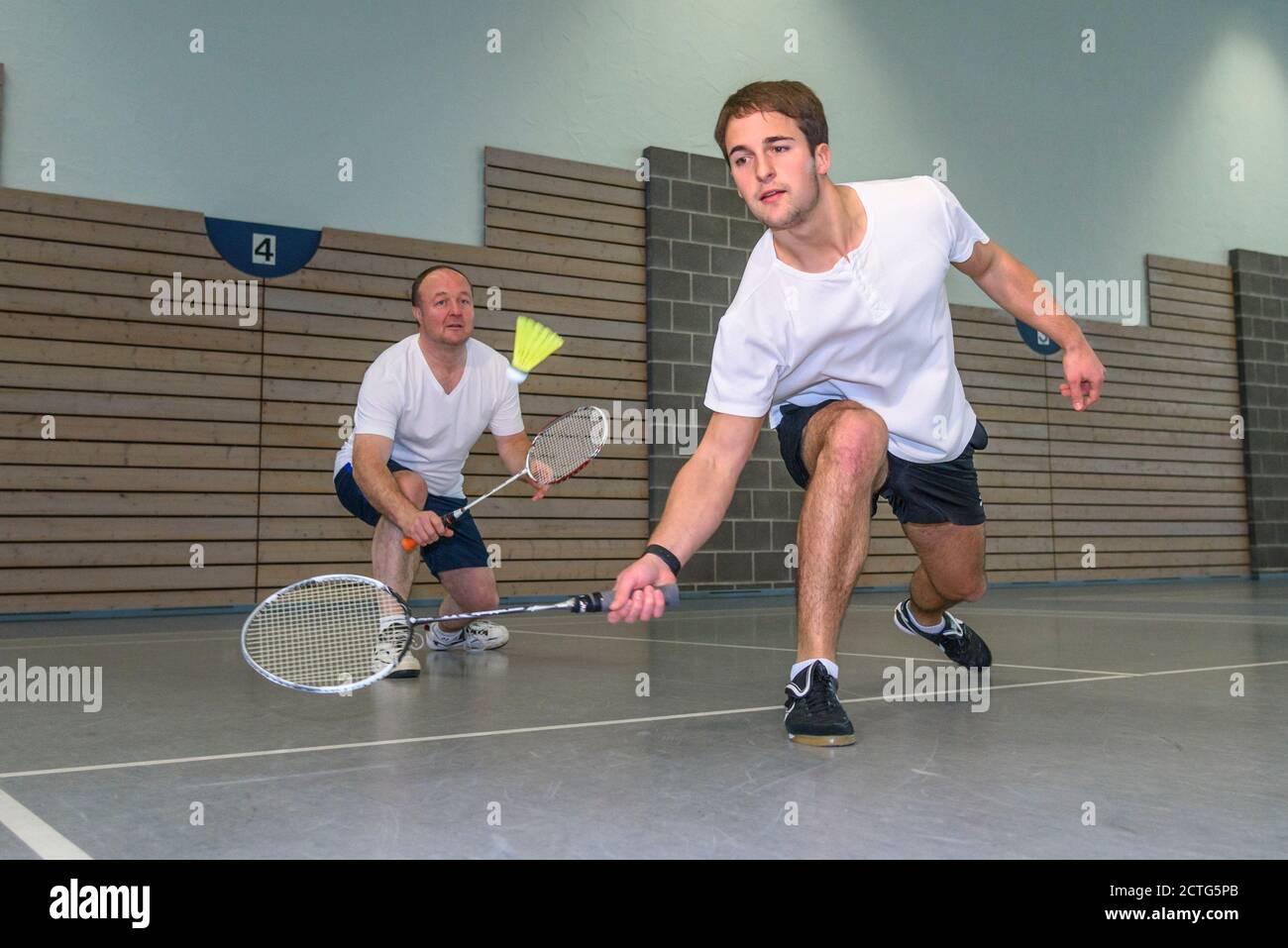 Action und Einsatz beim Badminton Foto de stock