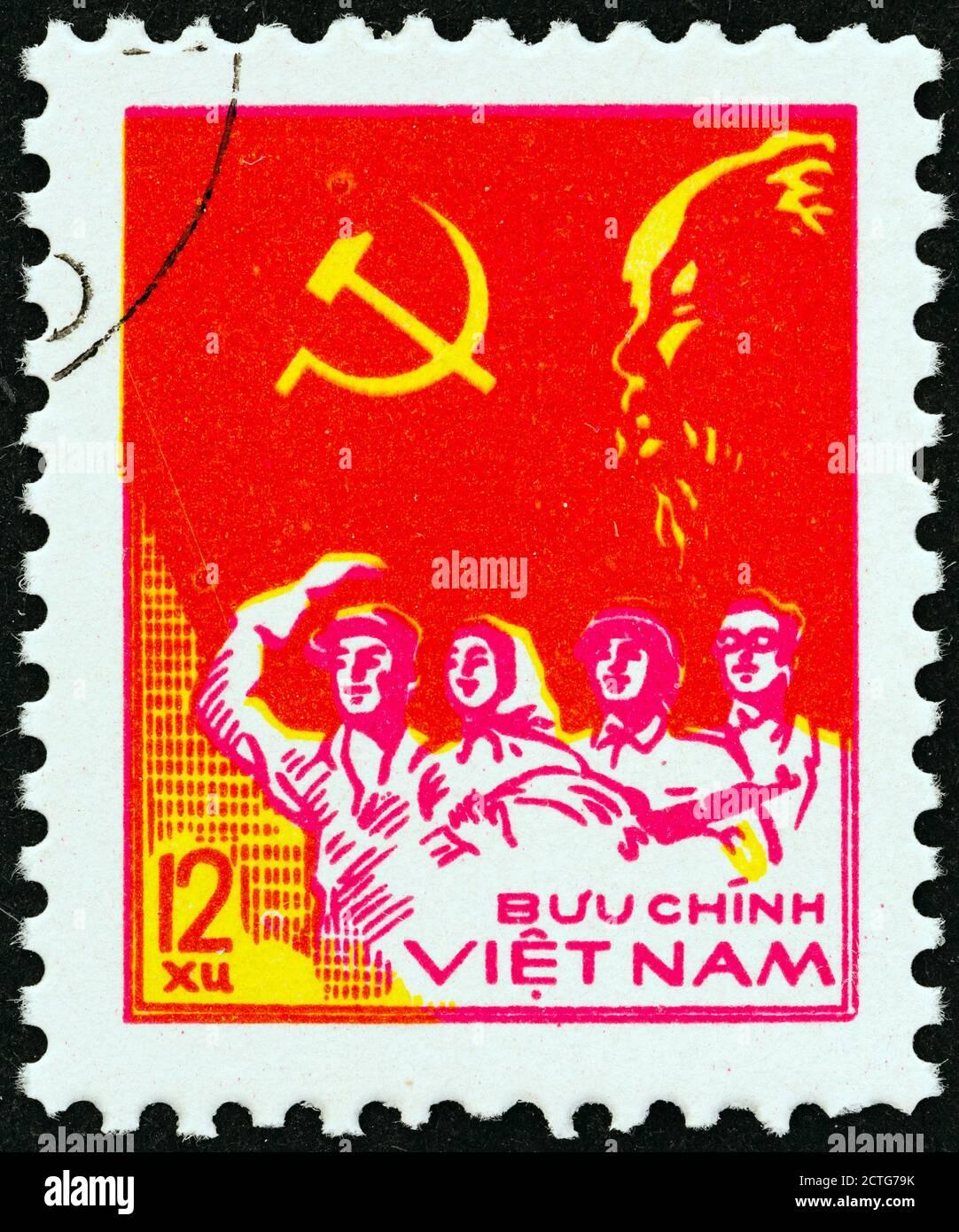 VIETNAM - ALREDEDOR de 1978: Un sello impreso en el norte de Vietnam muestra trabajador, campesino, soldado e intelectual, alrededor de 1978. Foto de stock
