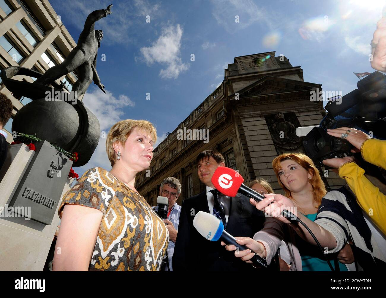 Elena Gagarina, the daughter of Yuri Gagarin, the first man in space, talks to the media after unveiling a statue of him outside the British Council headquarters in central London July 14, 2011   REUTERS/Paul Hackett  (BRITAIN - Tags: SOCIETY POLITICS) Foto de stock