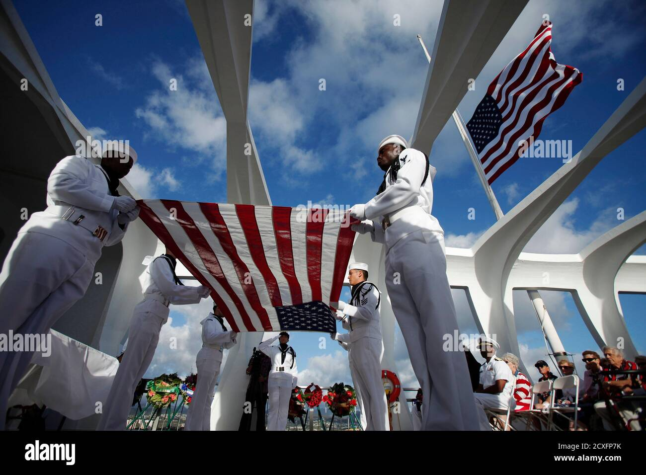 The U.S. Navy Region Hawaii Ceremonial Guard prepares the flag for Joann Olsen during the internment ceremony of her husband, USS Arizona survivor Vernon J. Olsen, aboard the USS Arizona Memorial during the 70th anniversary of the attack on Pearl Harbor at the World War II Valor in the Pacific National Monument in Honolulu, Hawaii December 7, 2011. REUTERS/Hugh Gentry (UNITED STATES - Tags: ANNIVERSARY CONFLICT) Foto de stock