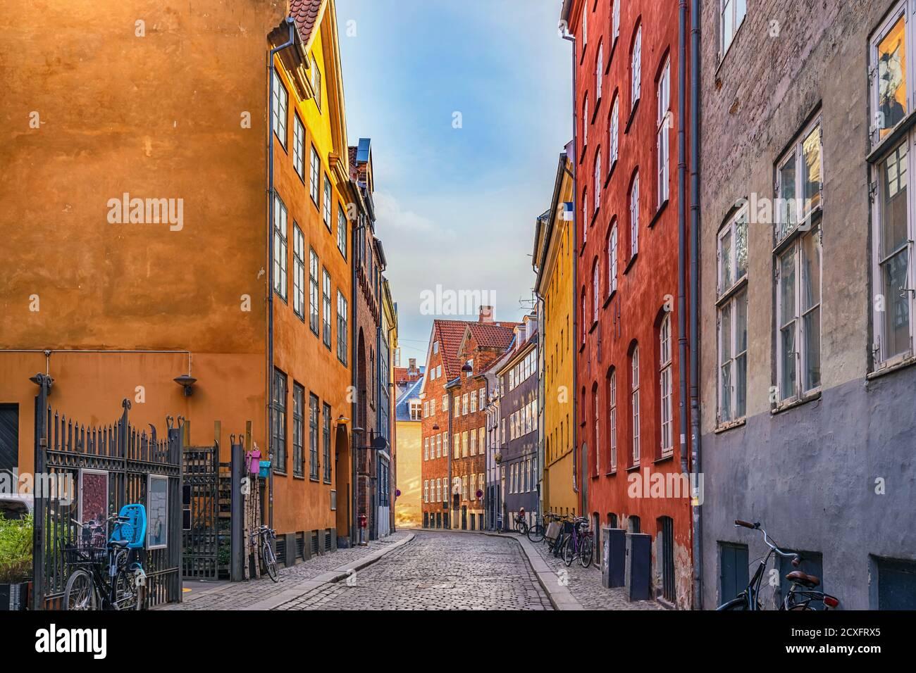 Copenhague Dinamarca, horizonte de la ciudad de casa de colores en Magstreet Foto de stock