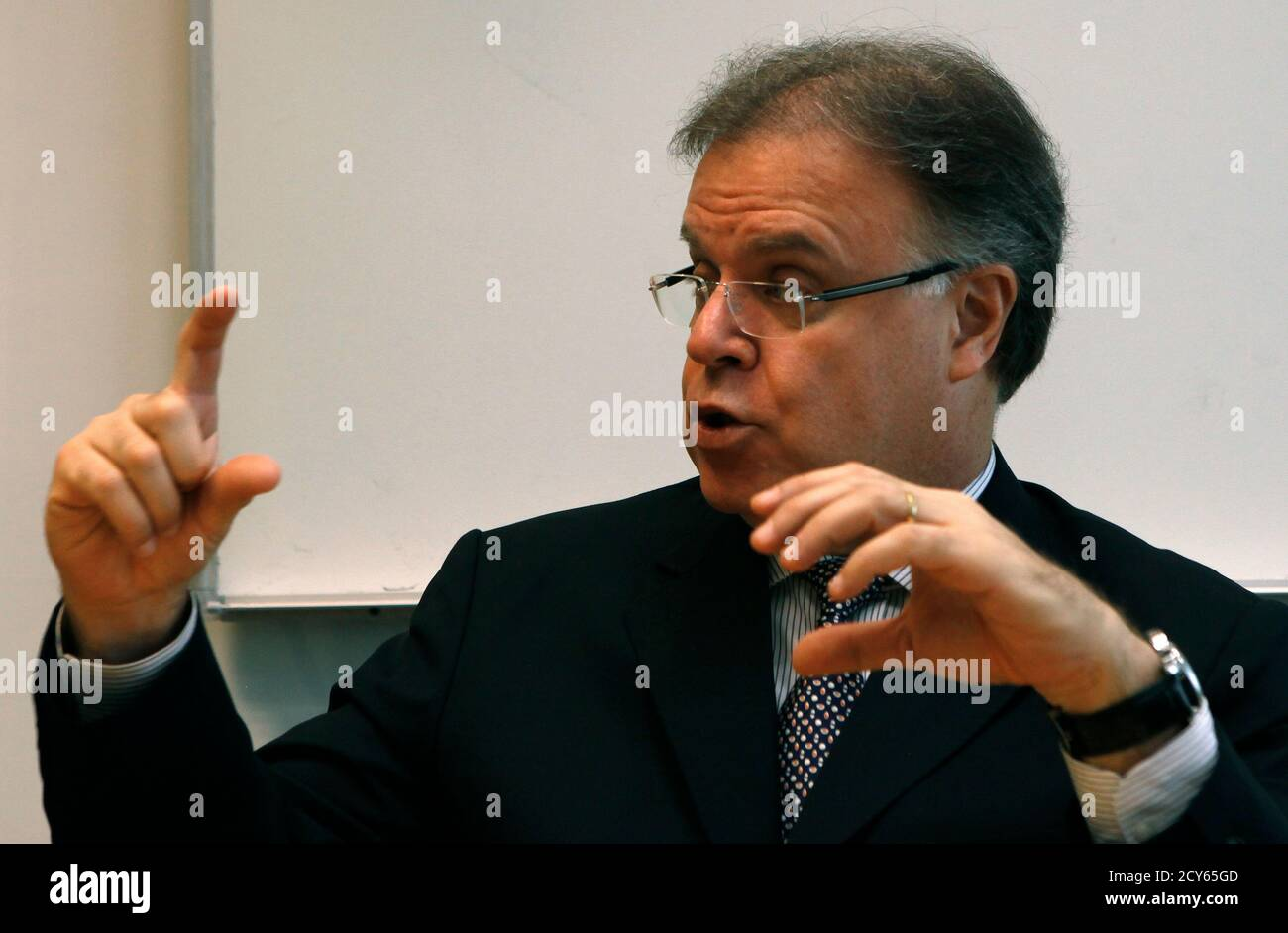 Britaldo Soares Chief Executive Officer of Brazil's largest power distribution company, AES Eletropaulo, speaks during the Reuters Latam Investment Summit 2012 in Sao Paulo June 1, 2012. REUTERS/Paulo Whitaker (BRAZIL - Tags: BUSINESS) Foto de stock