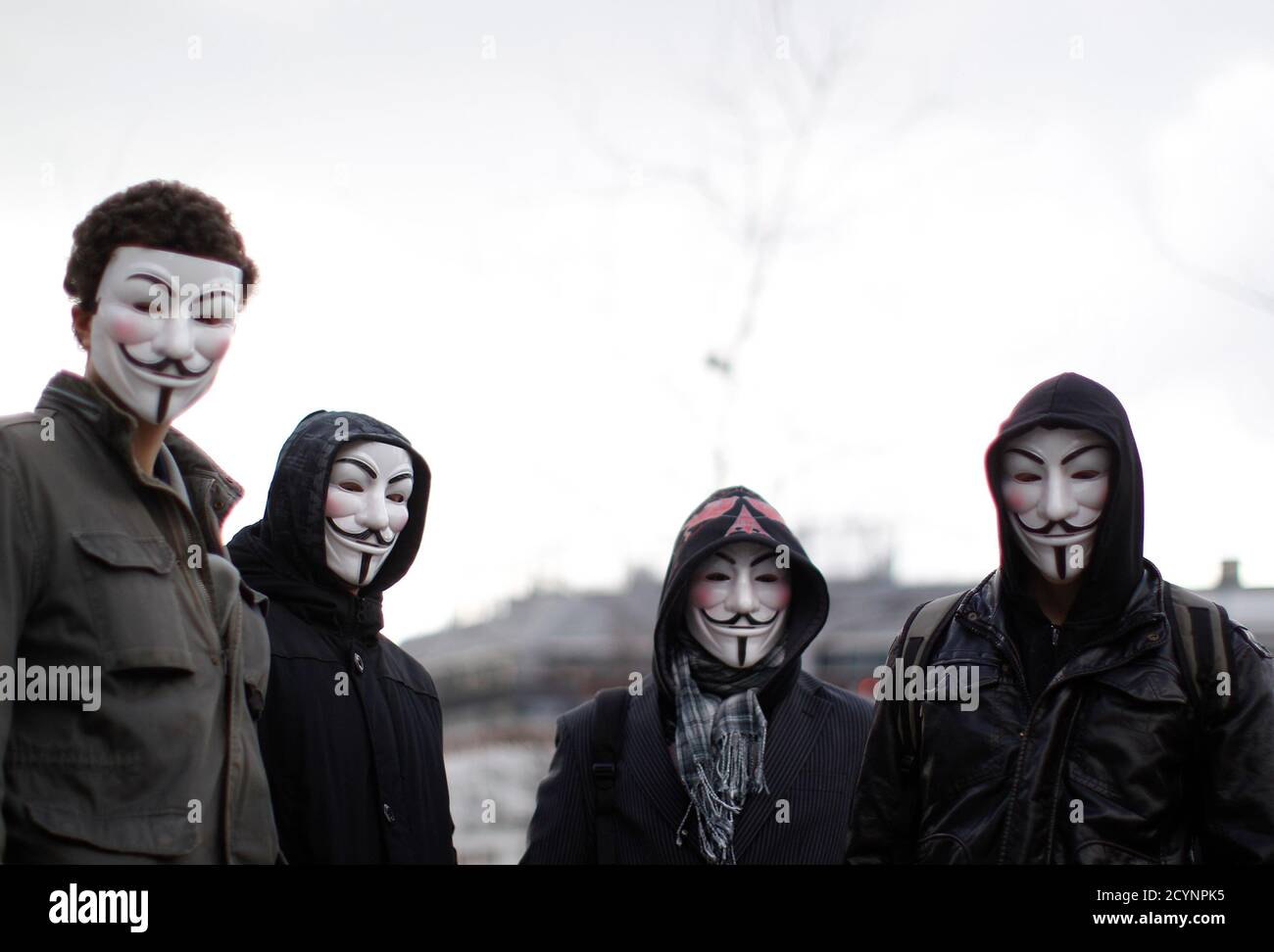 """Protesters wearing Guy Fawkes masks, made popular by the graphic novel """"V for Vendetta"""", take part in a demonstration against ACTA (Anti-Counterfeiting Trade Agreement) in Vienna, February 25, 2012.  Protesters fear that ACTA, which aims to cut trademark theft and other online piracy, will curtail freedom of expression, curb their freedom to download movies and music for free and encourage Internet surveillance.   REUTERS/Lisi Niesner (AUSTRIA - Tags: POLITICS CIVIL UNREST) Foto de stock"""