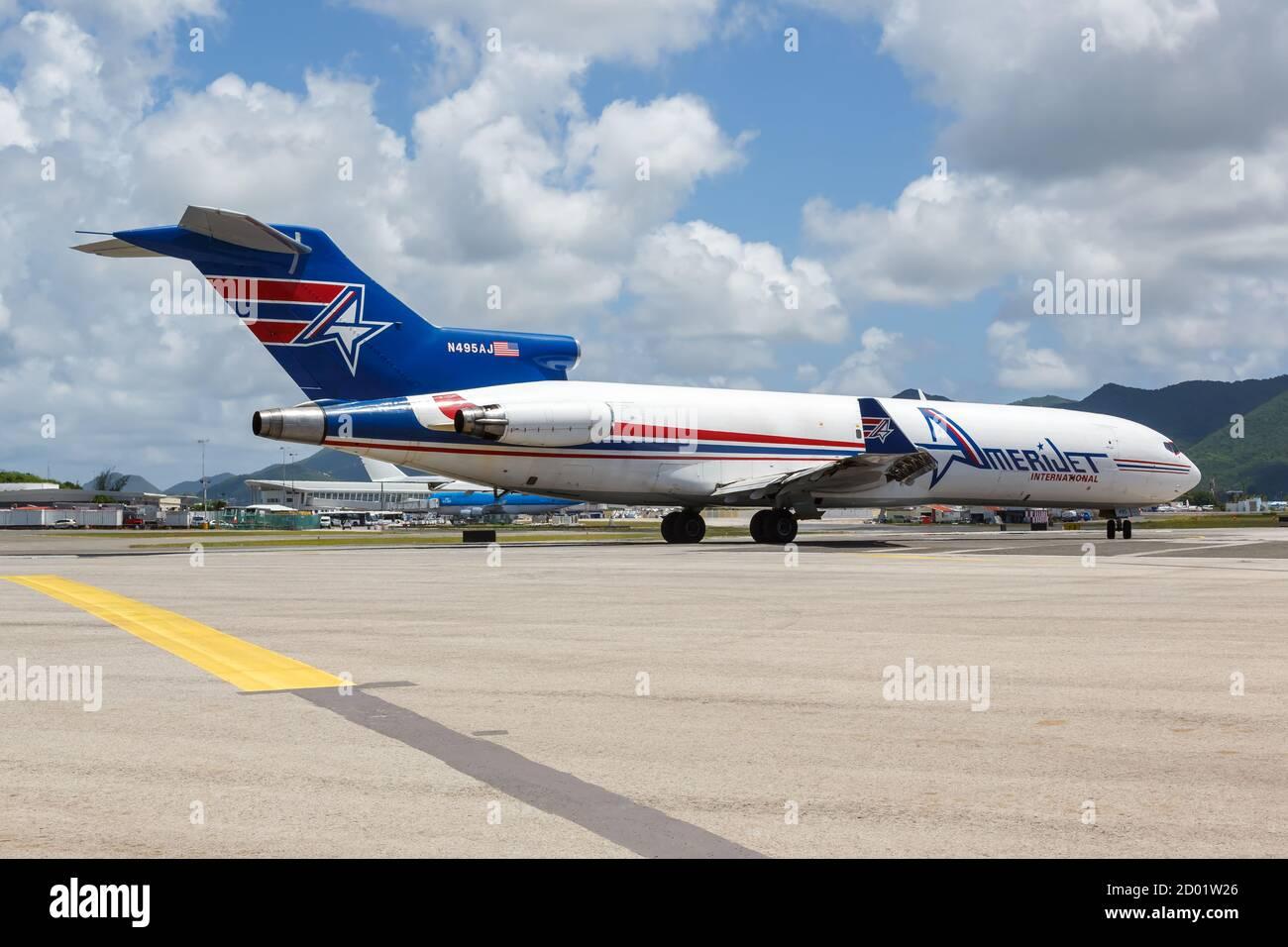 Sint Maarten, Antillas Holandesas - 16 de septiembre de 2016: Amerijet International Boeing 727-200F avión en el aeropuerto Sint Maarten en los países Bajos an Foto de stock