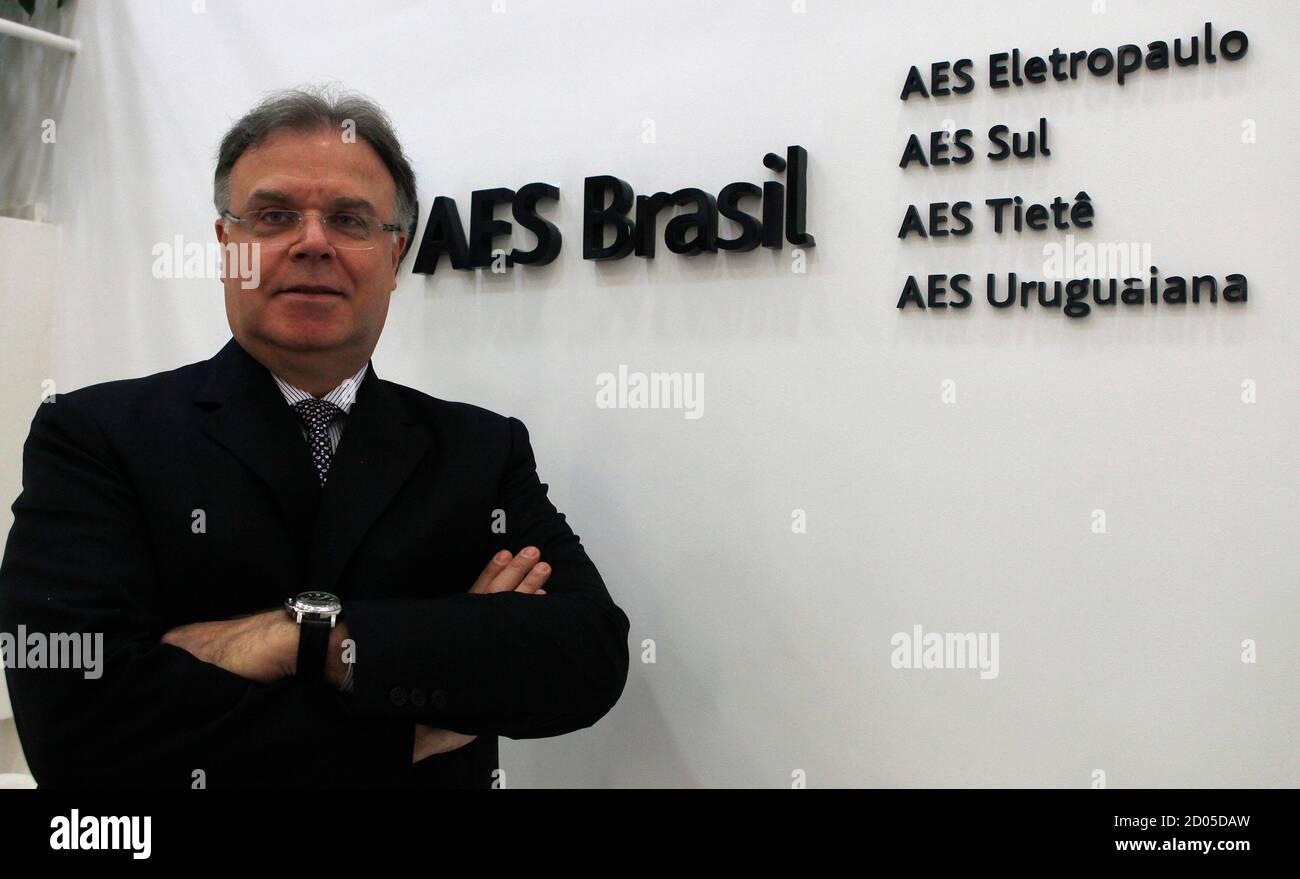 Britaldo Soares Chief Executive Officer de la mayor empresa de distribución de energía de Brasil, AES Eletropaulo, presenta una fotografía durante la Cumbre de Inversiones de Reuters Latam 2012 en Sao Paulo el 1 de junio de 2012. REUTERS/Paulo Whitaker (BRASIL - Etiquetas: NEGOCIO DE LA ENERGÍA) Foto de stock