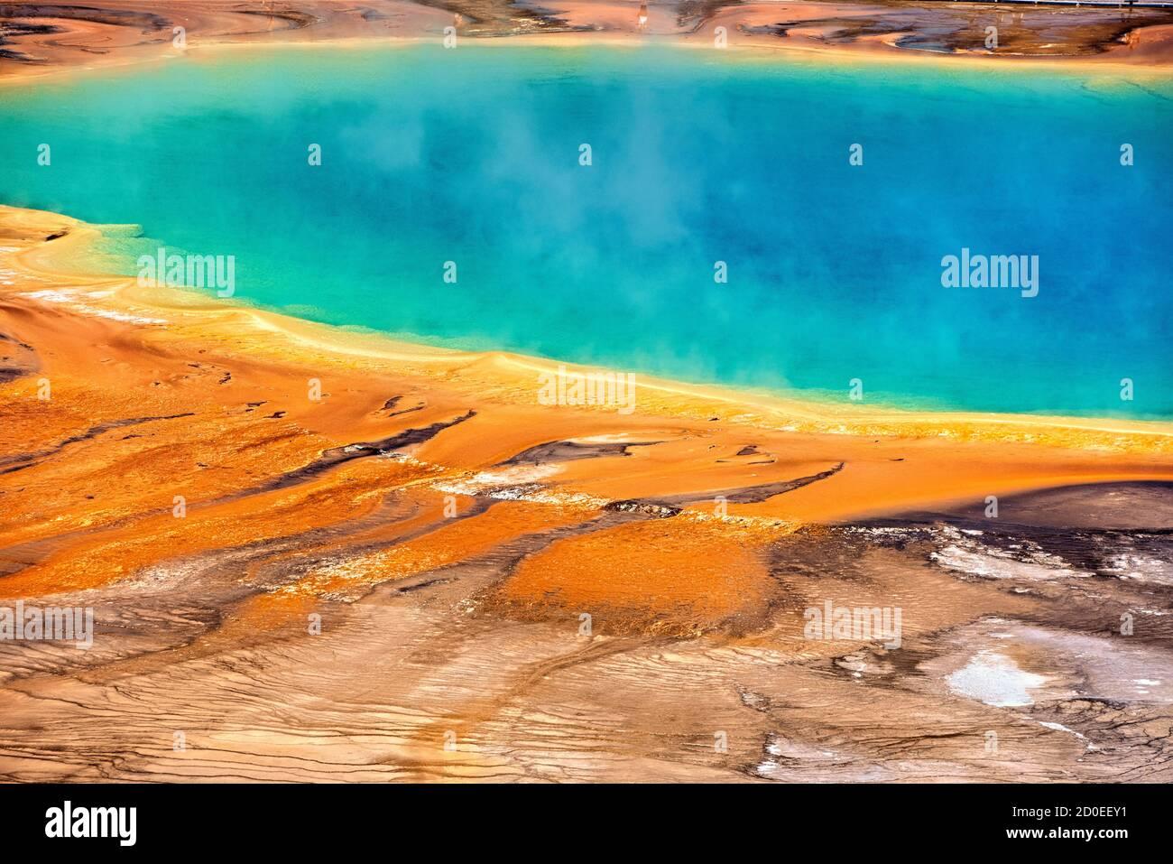 Fuente termal Grand Prismatic, Midway Geyser Basin, Parque Nacional Yellowstone, Wyoming, Estados Unidos Foto de stock
