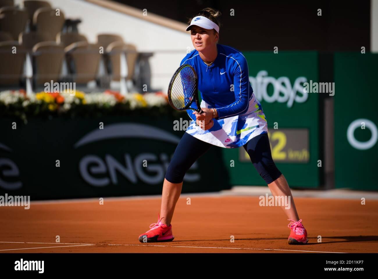 Elina Svitolina de Ucrania en acción contra Caroline García de Francia durante la cuarta ronda en el Roland Garros 2020, Grand Slam tennis tourna Foto de stock