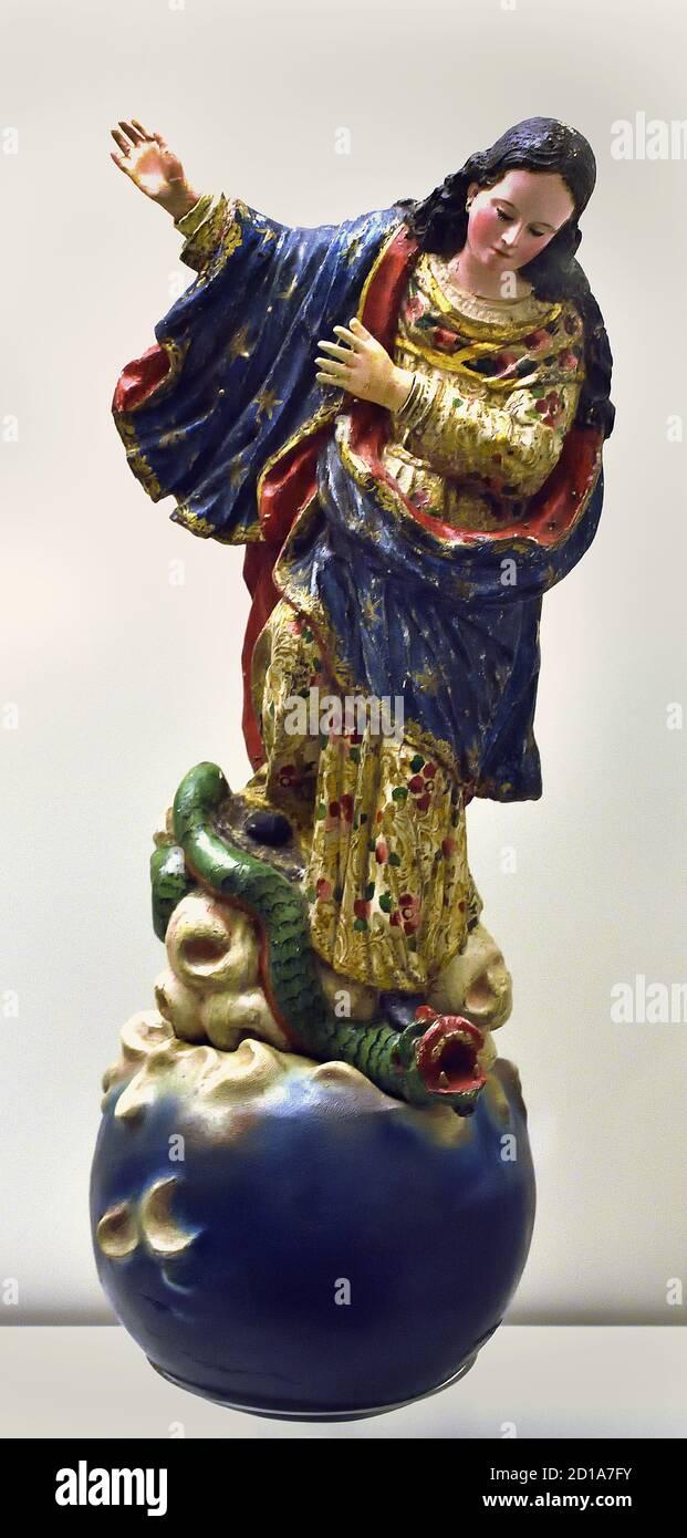 Virgen del Apocalipsis (madera policromada) audiencia de Quito siglo XVIII Ecuador España, Español, Foto de stock