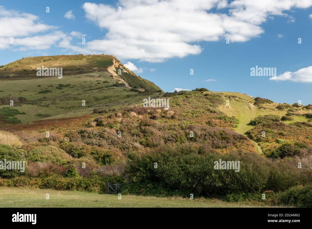 Foto del paisaje de la montaña Golden Cap en la costa Jurásica En Dorset Foto de stock