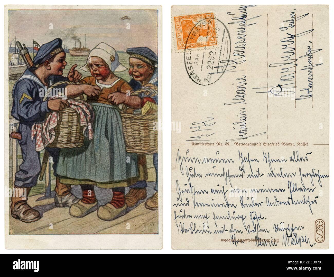 Postal histórica alemana: Niños como adultos: Los marineros de la Armada Imperial Alemana roban a una niña más sutler con canastas de comida, la guerra mundial, 1917 Foto de stock