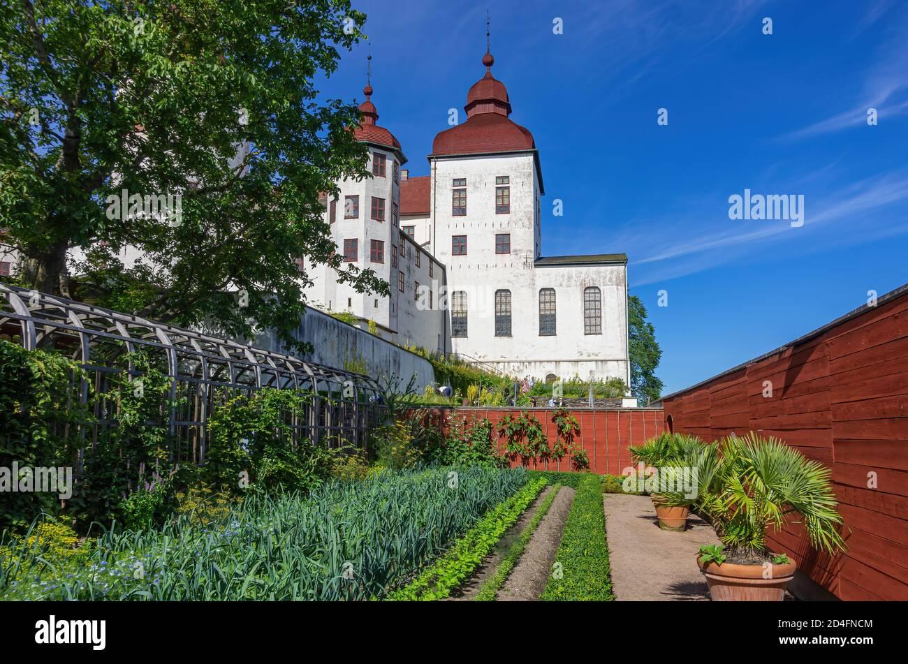 Vista del jardín histórico y el castillo barroco de Läckö en Kållandsö en el lago Vänern en Västergötland, Suecia. Foto de stock