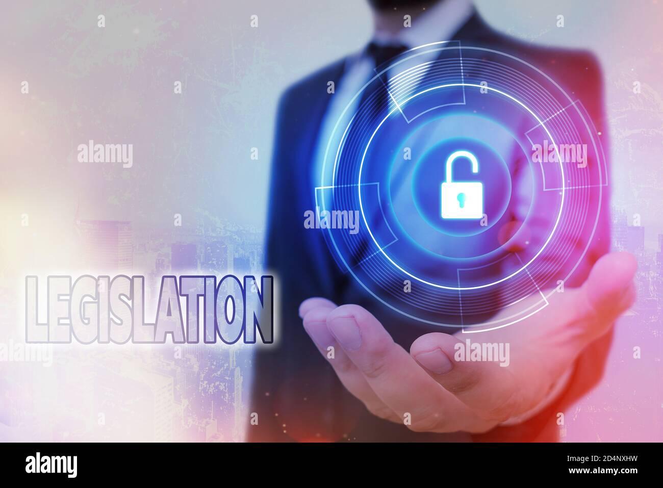 Legislación sobre escritura a mano. Foto conceptual el ejercicio del poder y la función de hacer reglas candado gráfico para la información de datos web securi Foto de stock